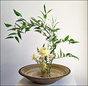 floral arrangement in the Asian style